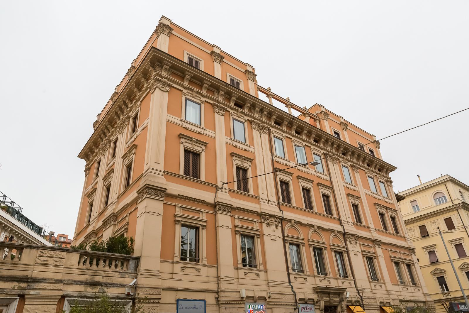 ROMA /SALARIO/ VIA PO PLURILOCALE DI ALTA RAPPRESENTANZA CON AFFACCIO ESCLUSIVO