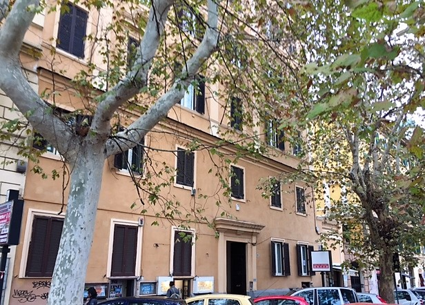 ROMA /REGINA MARGHERITA APPARTAMENTO A/10 IN PALAZZO D'EPOCA
